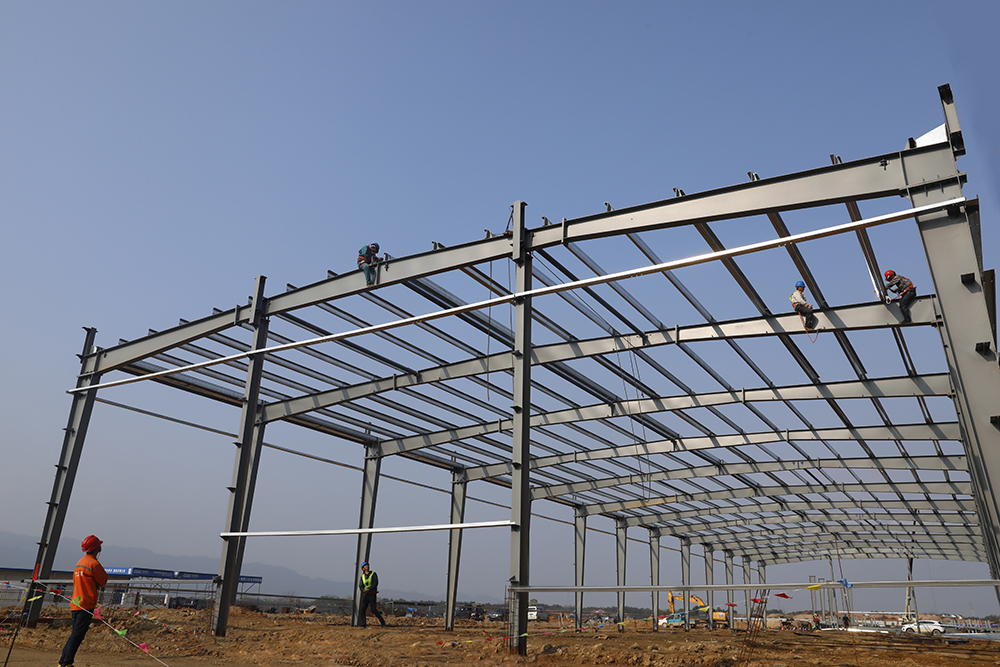 5号标准化厂房钢结构框架的顺利完成为后续屋面,墙面次钢结构安装